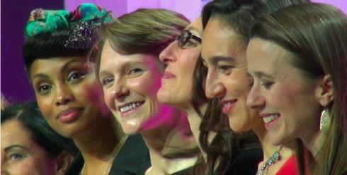 Claire Nouvian au centre, à gauche la chanteuse Imany, à droite les fondatrices de Unis-Cité © L. Frapat / BLOOM
