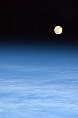 4 Mars 2013 - Lever de lune - Photo: Chris Hadfield/NASA
