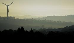 Eolienne sur les hauteurs de Chateaulin,  Finistère - crédit photo ERWAN PIANEZZA