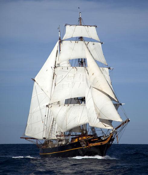 Première initiative de transport à la voile à destination des côtes françaises : Brest reçoit le  Tres Hombres