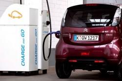 Véhicules électriques : PULSE 50, borne de recharge rapide destinée aux stations-services