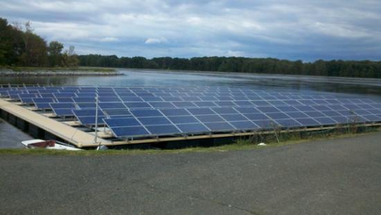 Le  parc solaire flottant