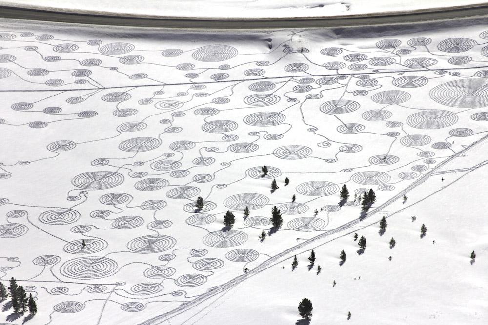 Land Art : le sable et la neige comme toile naturelle