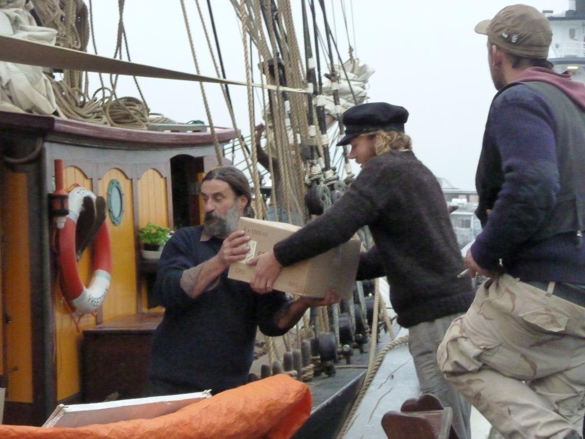 Brest 2012 / transport à la voile : Chargement Vins naturels à la voile vers Copenhague