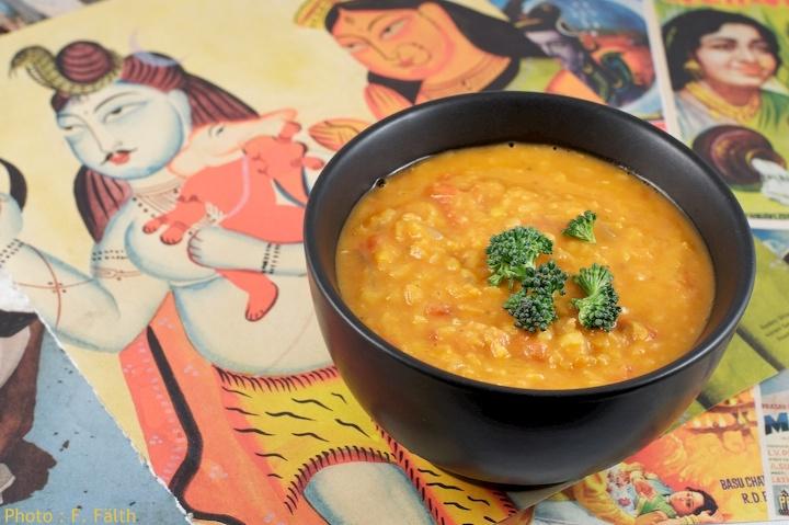 Soupe Dhal à la tomate et au lait de coco