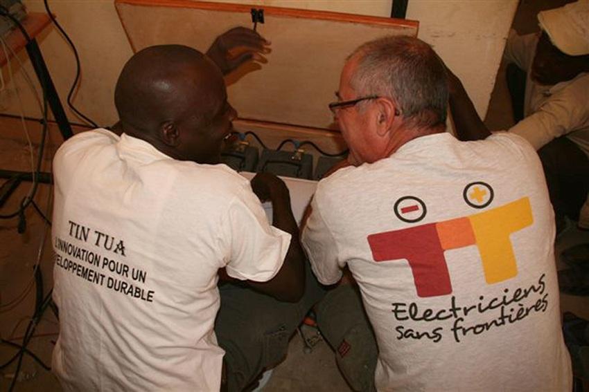 Electriciens sans frontières au Burkina Faso