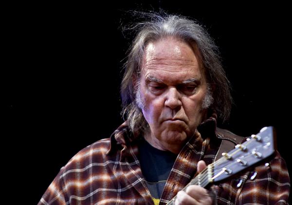 Neil Young Chante contre Monsanto