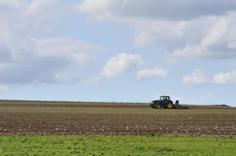 des tracteurs à Paris : le point de vue de la Confédération Paysanne